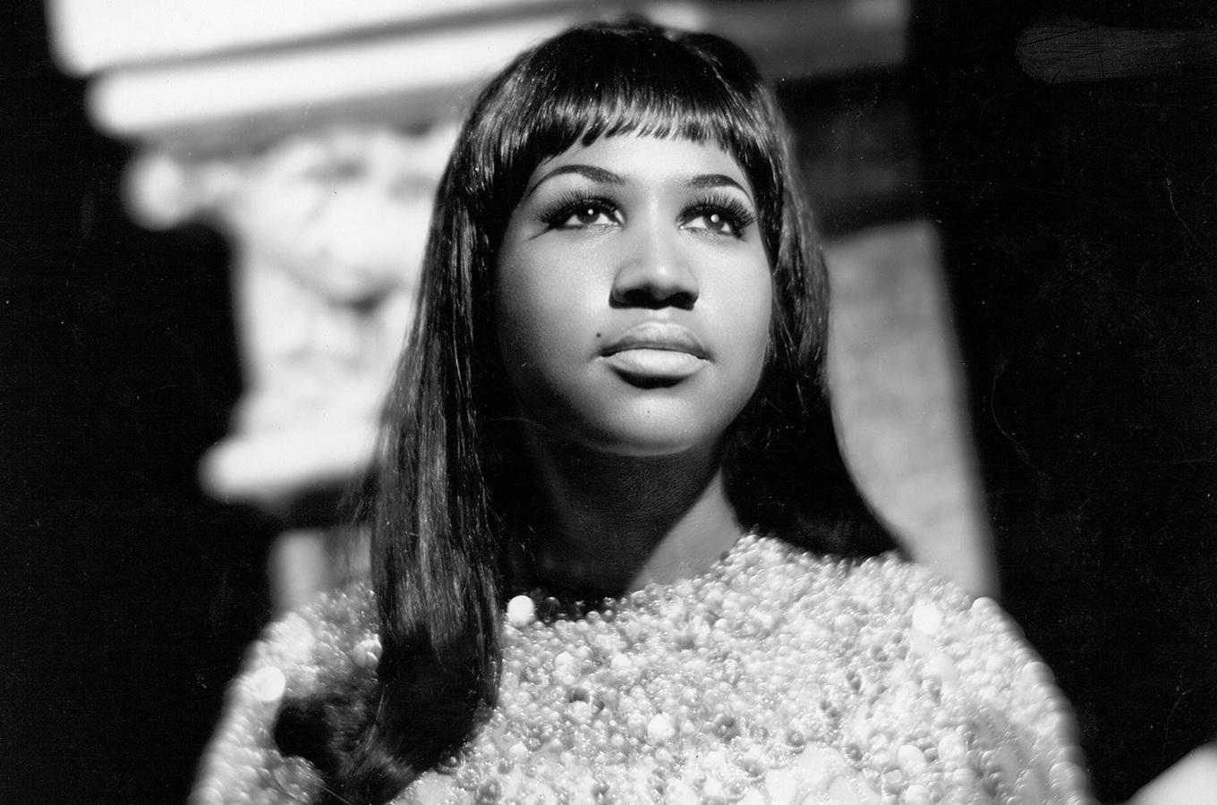 Black and white photo of Aretha Franklin.